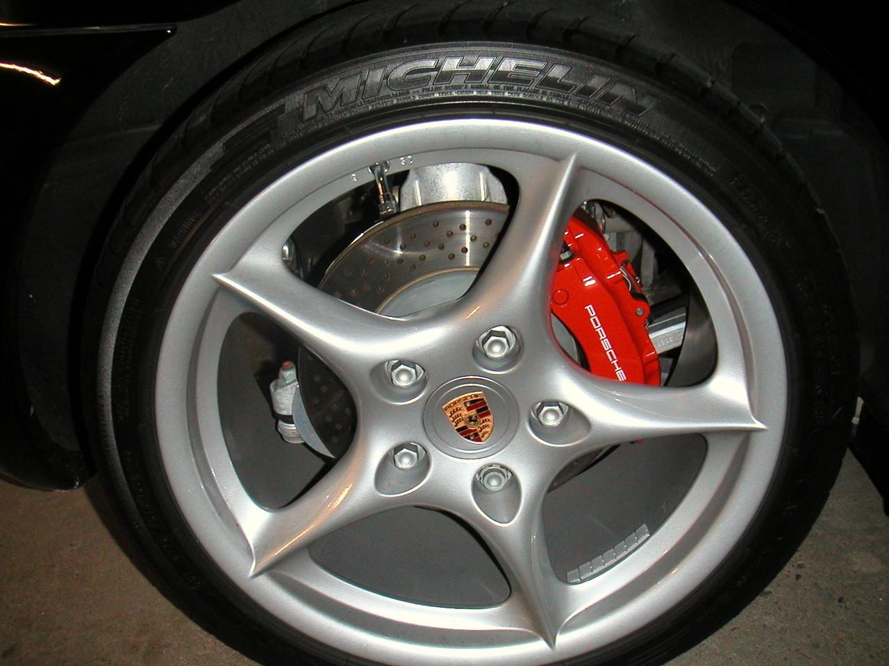Przed zakupem samochodu sprawdzajmy cenę części samochodowych
